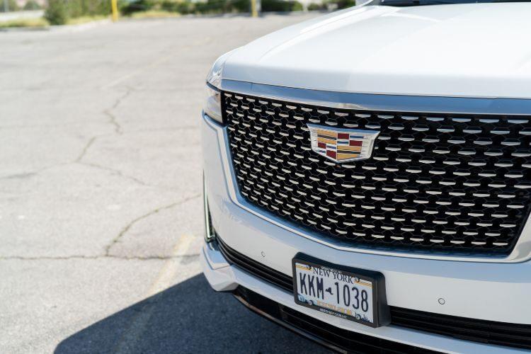 Cadillac Escalade (2022-White)