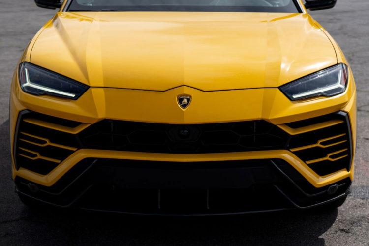 Lamborghini Urus Slide