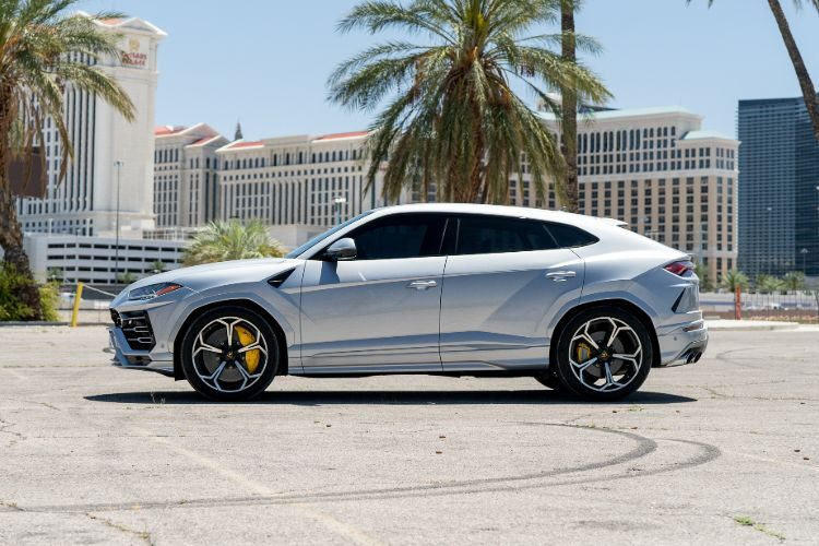 Lamborghini Urus (Silver)