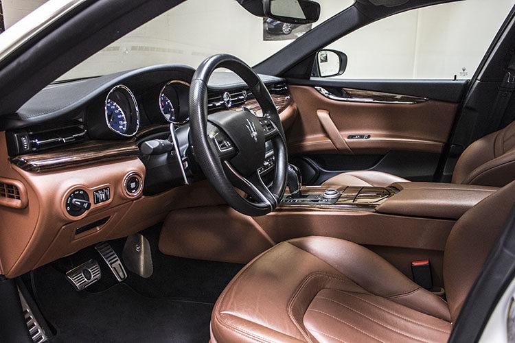 Maserati Quattroporte, White