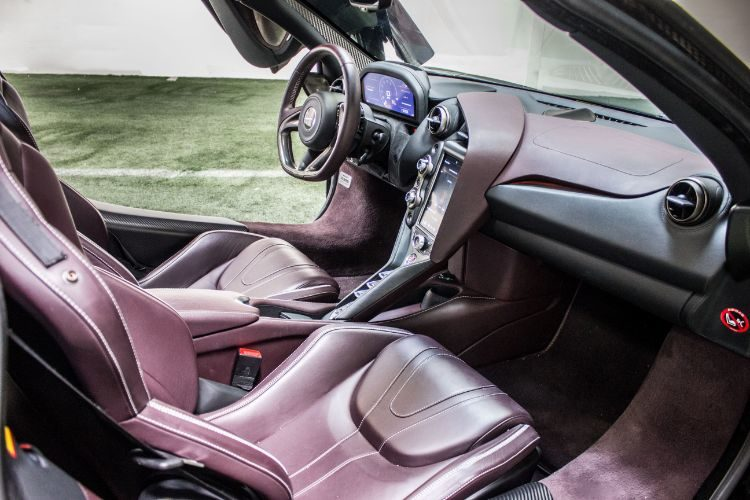 McLaren 720s, Interior
