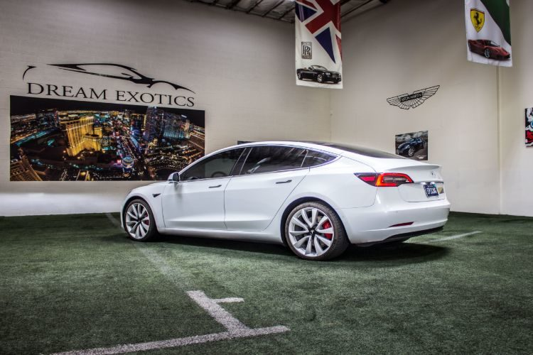 Tesla Model 3, White
