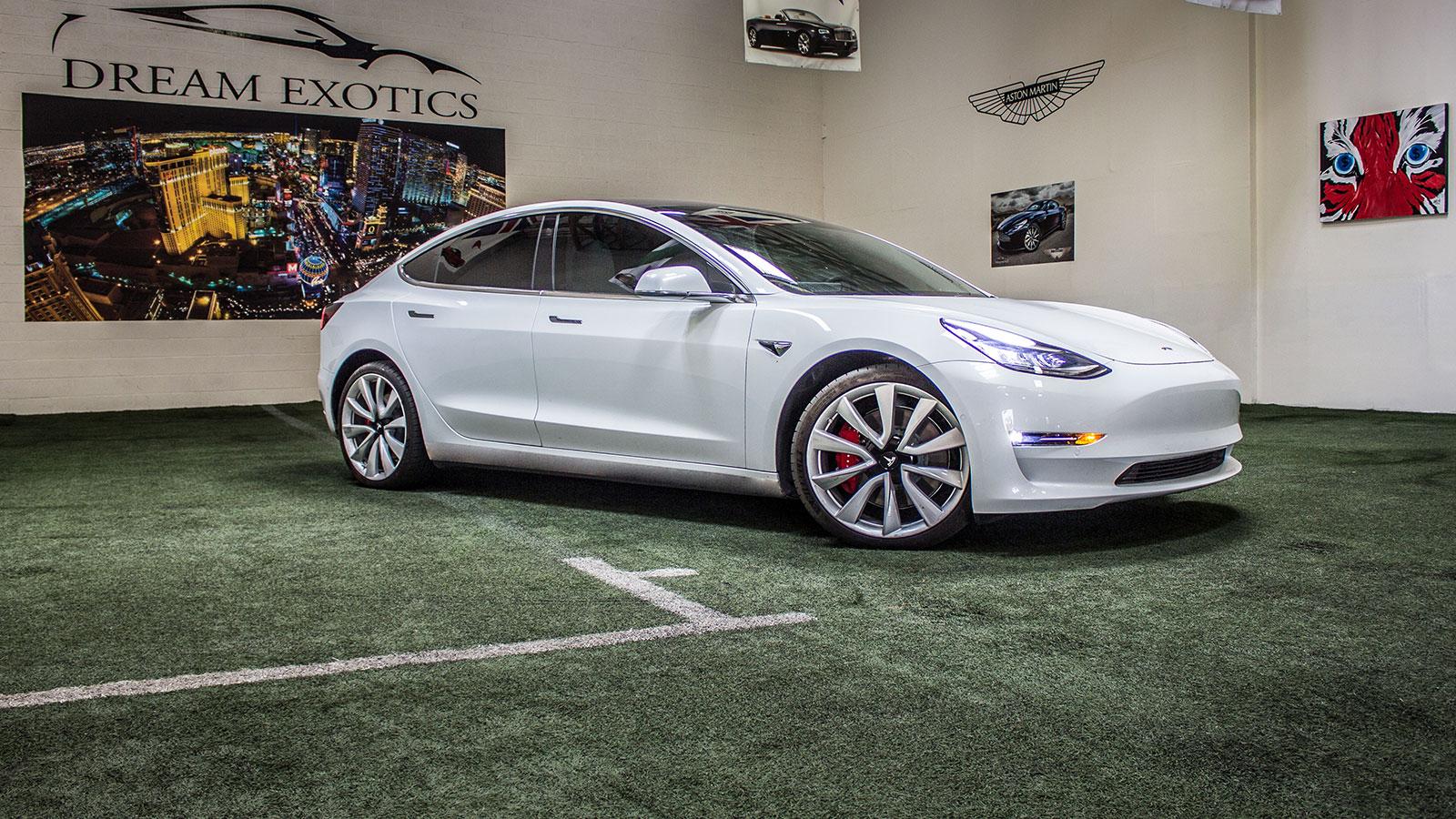 Tesla Model 3, Slide